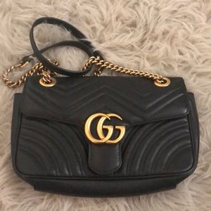 Beautiful Gucci GG monogram handbag.